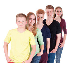Gruppe Teenager hintereinander