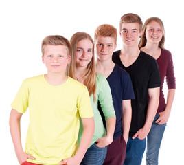 Gruppe Teenager hintereinander