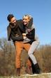 Paar beim Spazieren gehen