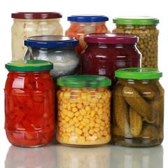 Konserviertes Gemüse in Gläsern