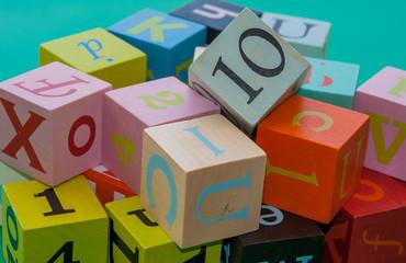 cubes lettres chiffres apprentissage
