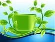 Зеленая чашка среди волн