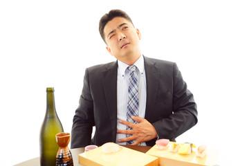 食べすぎたビジネスマン