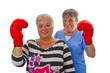 Seniorinnen mit Boxhandschuhe