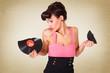 Frau mit defekter Schallplatte