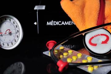 tensiomètre,mesure de tension,traitement,médicaments