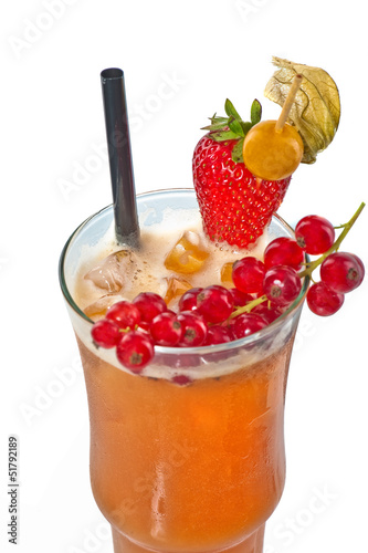 Orangen Cocktail mit Beeren
