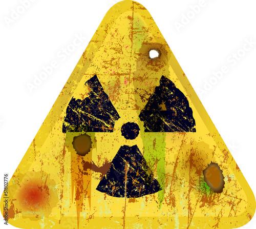 Strahlungswarnung, Schild, verrostet und verrottet, Symbolbild,V - 51802776