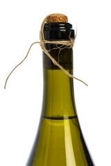 Verschlossene Sektflasche auf weißem Hintergrund