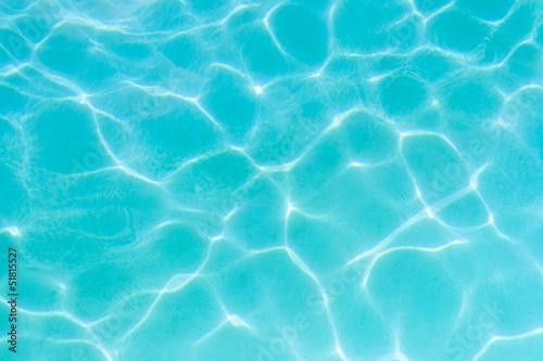réverbération surface piscine