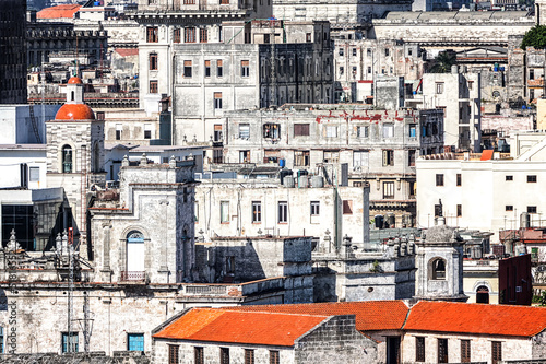 Old decaying buildings in Havana - 51816552