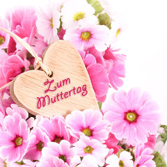 Zum Muttertag, Holzherz und Blumen