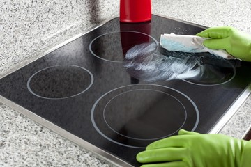 Cleaning the hob