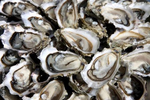 Fotobehang Schaaldieren huîtres ouvertes sur un plat