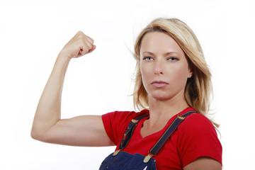 Frauenpower - Frau zeigt Muskeln