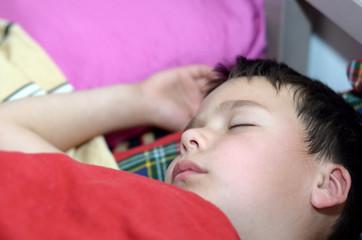 Junge schläft