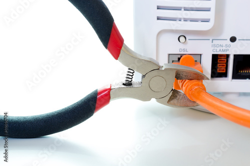 DSL Kabel wird durchgeschnitten
