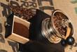 Kaffee mahlen mit Kaffeemühle