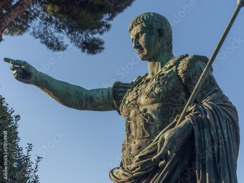 Roma, via dei fori imperiali, statua di Augusto