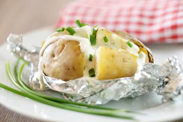Backofenkartoffel mit Kräuterdip