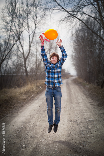 The cheerful boy with a balloon