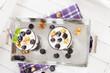 joghurt desserts mit heidelbeeren von oben