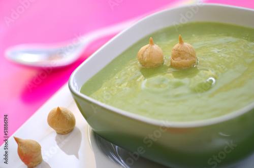 Delicious cream soup : green peas, potatoes, leeks