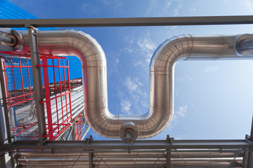 Insulation in Oil Refinery Steel Piping system