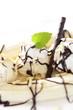 canvas print picture - Sojavanilleeis mit Bananen und Schokosoße