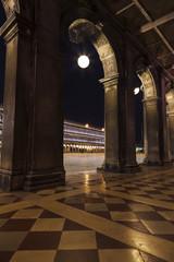 Les couloirs de la place San Marco à Venise