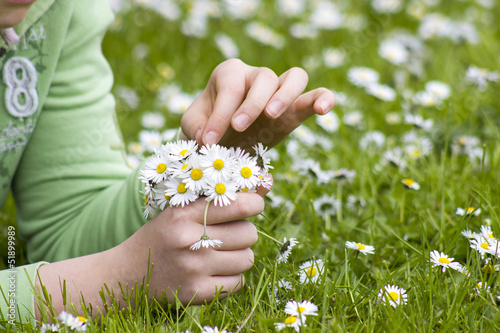 Foto op Canvas Madeliefjes young girl picking daisies