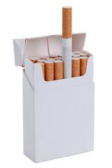 Offene Zigarettenschachtel, freigestellt