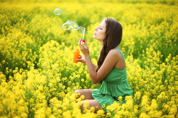 woman start soap bubbles