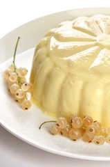 Almond vanilla Pudding with white currants