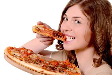 девушка есть пиццу