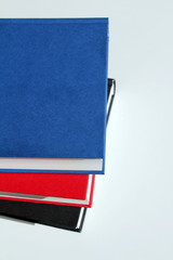 Bücher auf  weißem Hintergrund