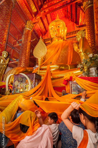 "Thai people dedicate the yellow robe to ""Luang Por To"""
