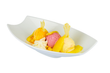 Eisteller mit Sahne