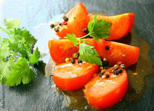 tomates à la vinaigrette, et persil