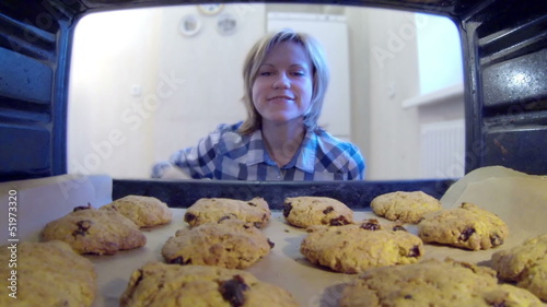 HD - Cookies in the oven