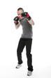 Sportlicher junger Mann beim Boxtraining