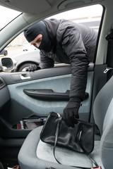 Handtasche aus Auto klauen #bn