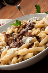 Pasta al sugo di radicchio rosso, gorgonzola e noci