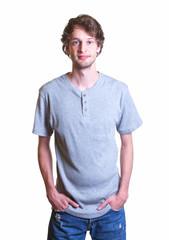 Sympathischer Student mit grauem Shirt