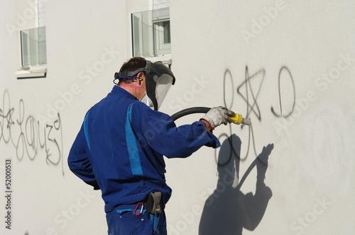 Leinwanddruck Bild nettoyage de graffiti