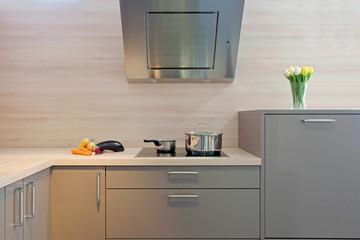 coin cuisson d'une cuisine équipée grise   # 23