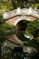 Pont en pierre Parc Monceau à Paris
