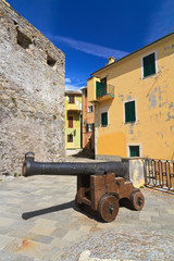 Camogli - square with cannon