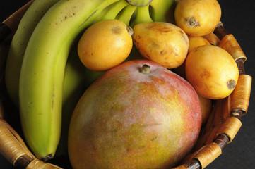Frutas en la cesta