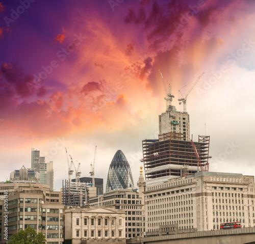 londyn-cudowny-widok-budynkow-z-kolorowymi